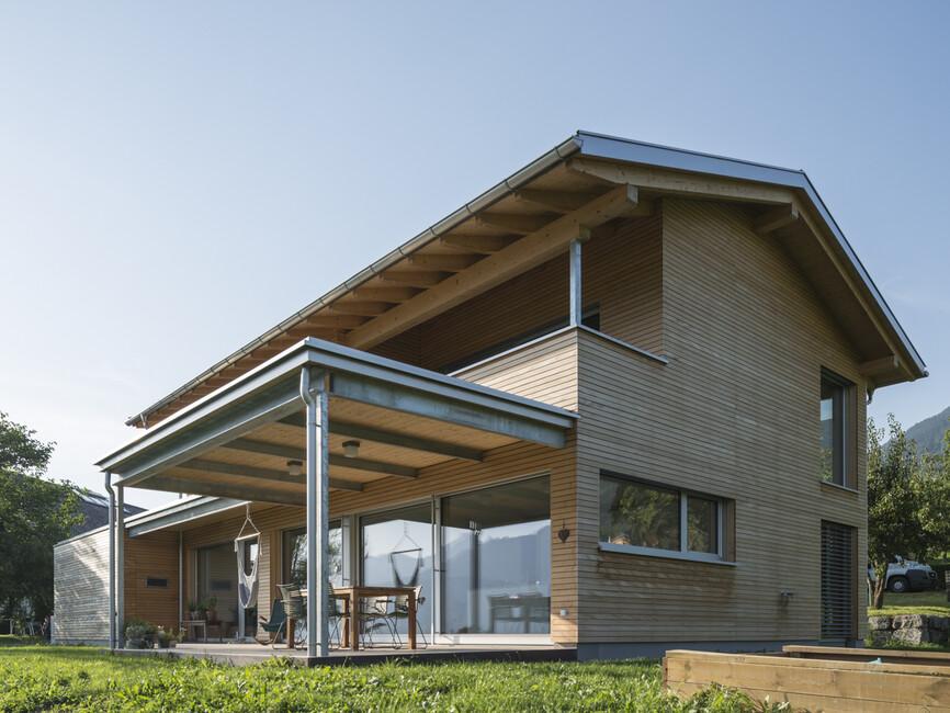 Einfamilienhaus r ns modern holzbau moderne architektur for Architektur einfamilienhaus satteldach