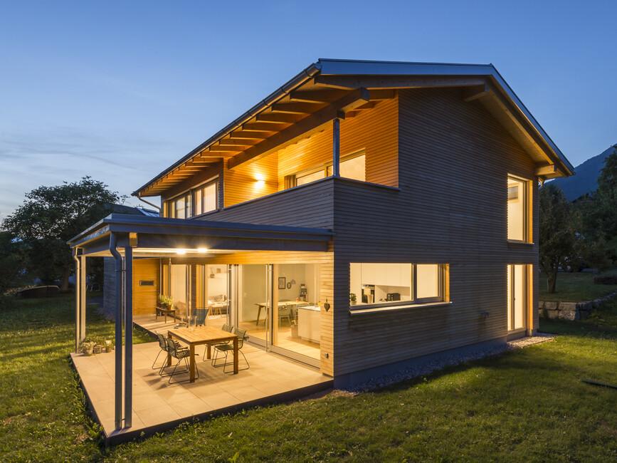 einfamilienhaus r ns modern holzbau moderne architektur flachdach satteldach. Black Bedroom Furniture Sets. Home Design Ideas